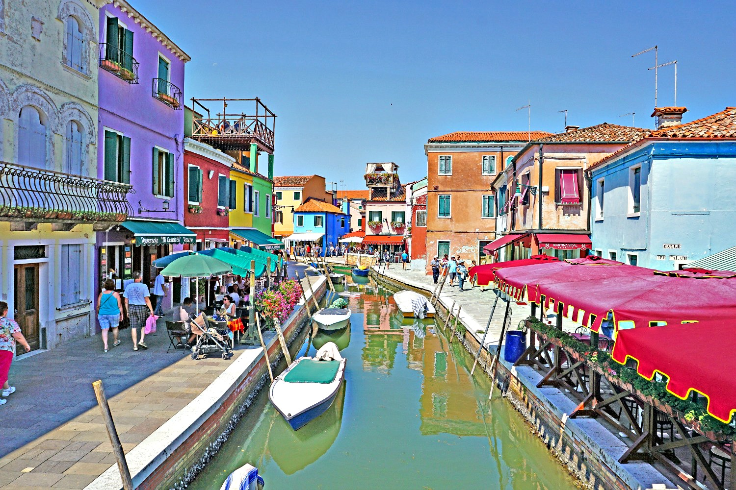 Visit Burano on your own to fully enjoy its charm.
