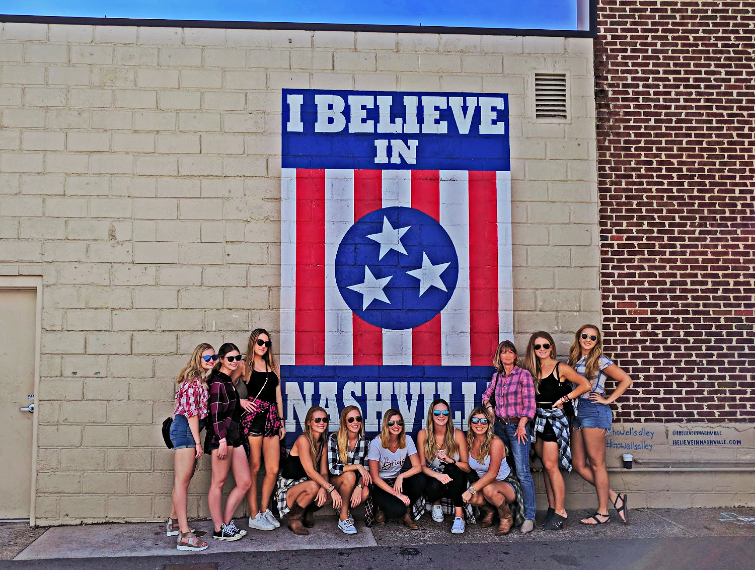 Girls posing with I Believe in Nashville mural.