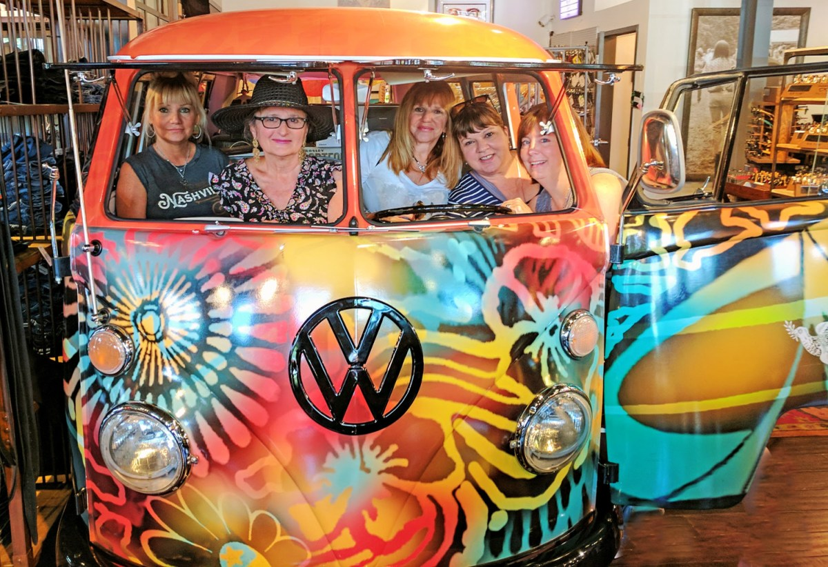 Girls trip to Nashville - Two Old Hippies store.