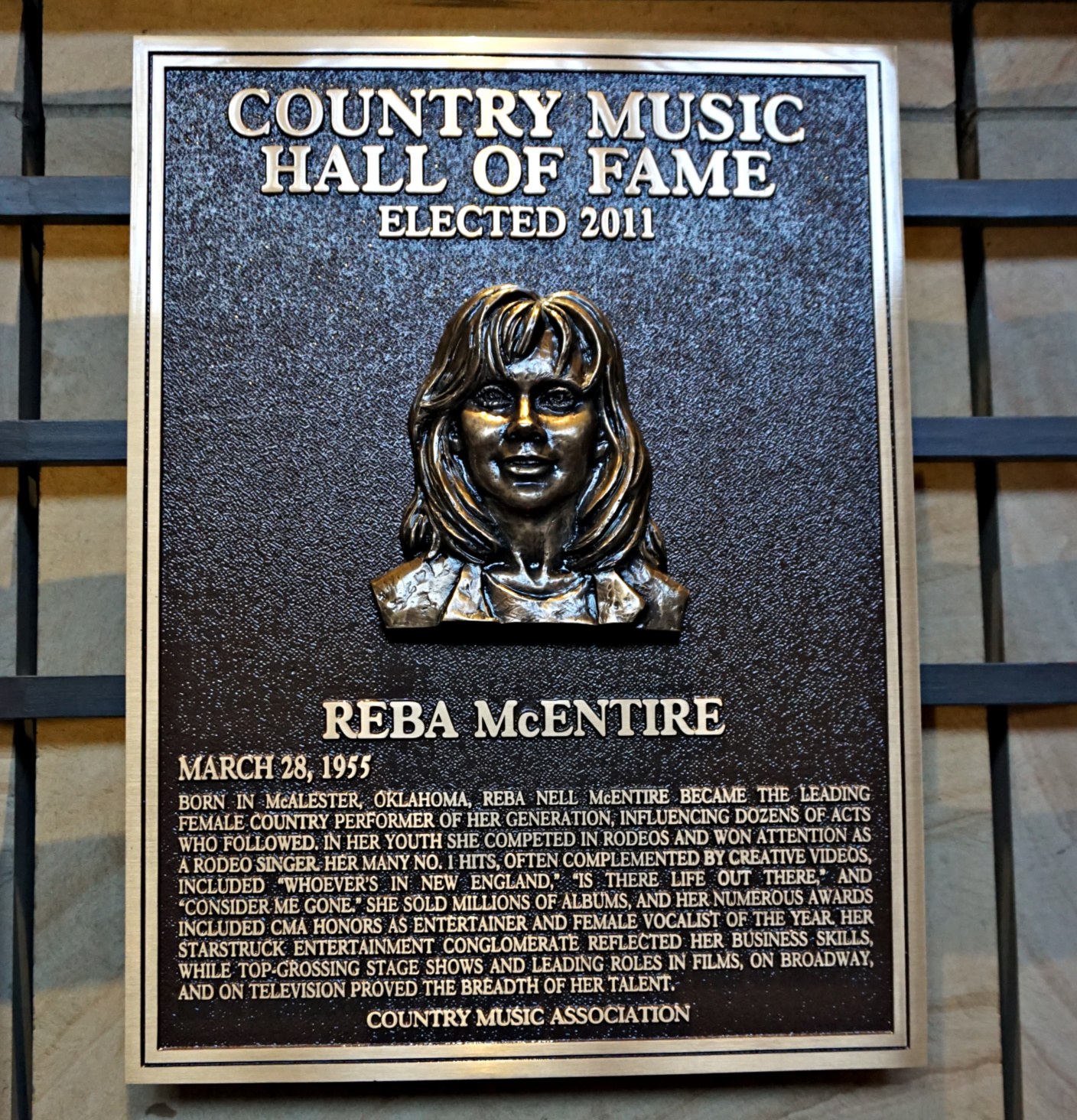 Reba McEntire plate at Country Music Hall of Fame.