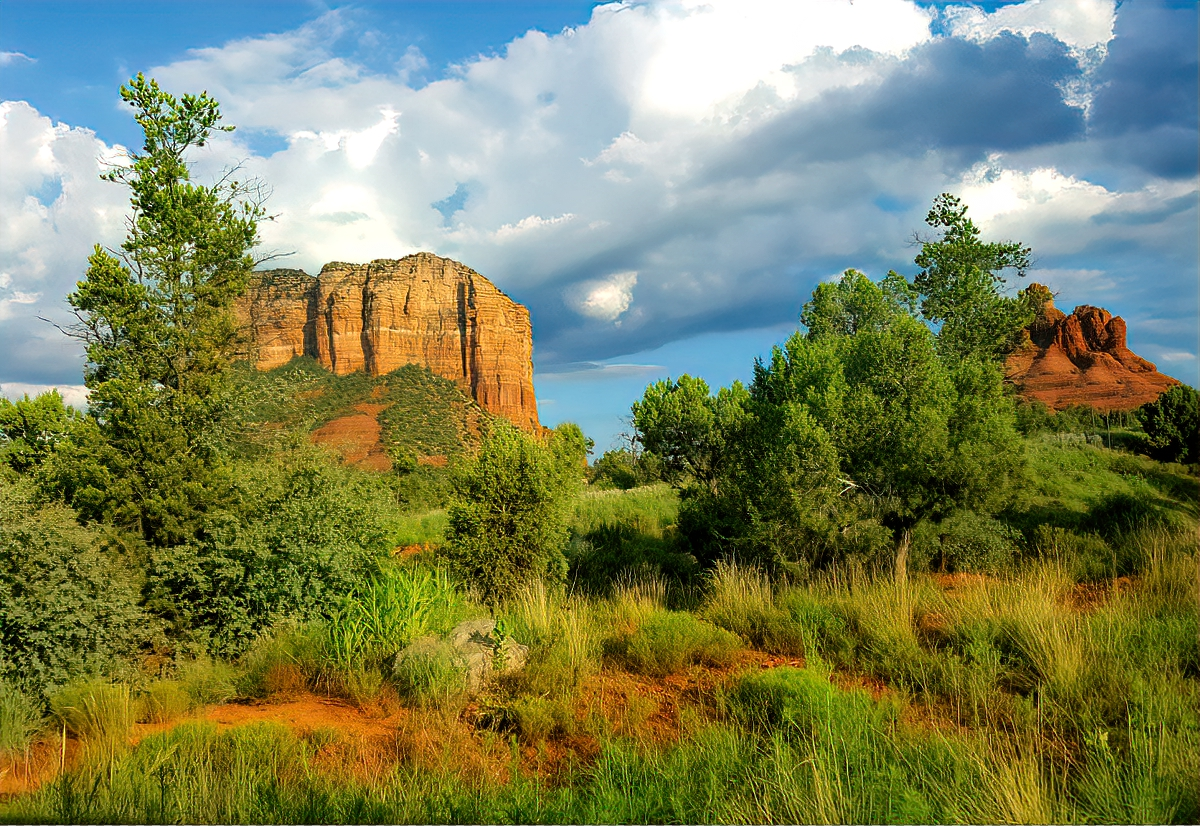 Things to do in Sedona, Arizona. View of the red rocks.