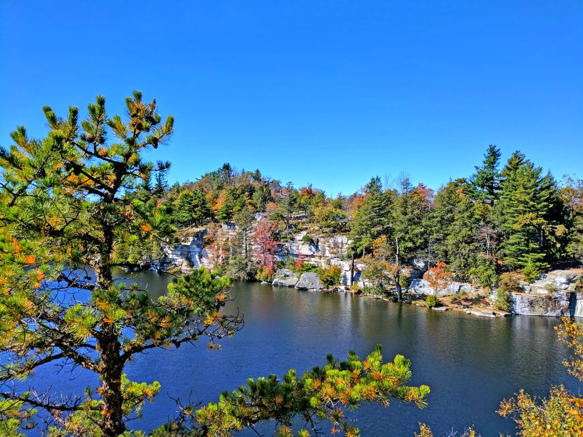 fall-foliage-Minnewaska-State-Park-lake