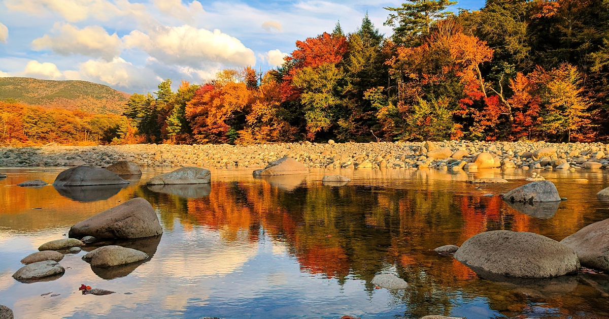 People flock to White Mountains for spectacular fall foliage.