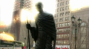 YY_Prod Still_(01.21.20.09)_1920x1080_NYC SEANE CORN_DI
