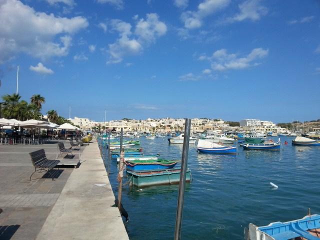36 Malta wioska rybacka kolorowe łódki