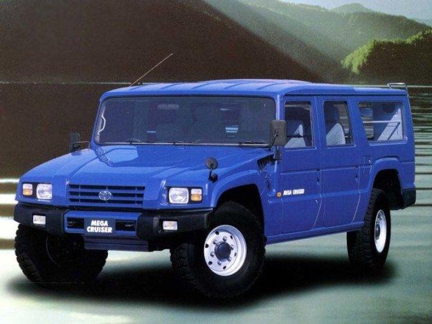 Toyota Mega Cruiser заставляет обернуться владельцев -Геликов- и -Крузаков- (4 фото + видео)