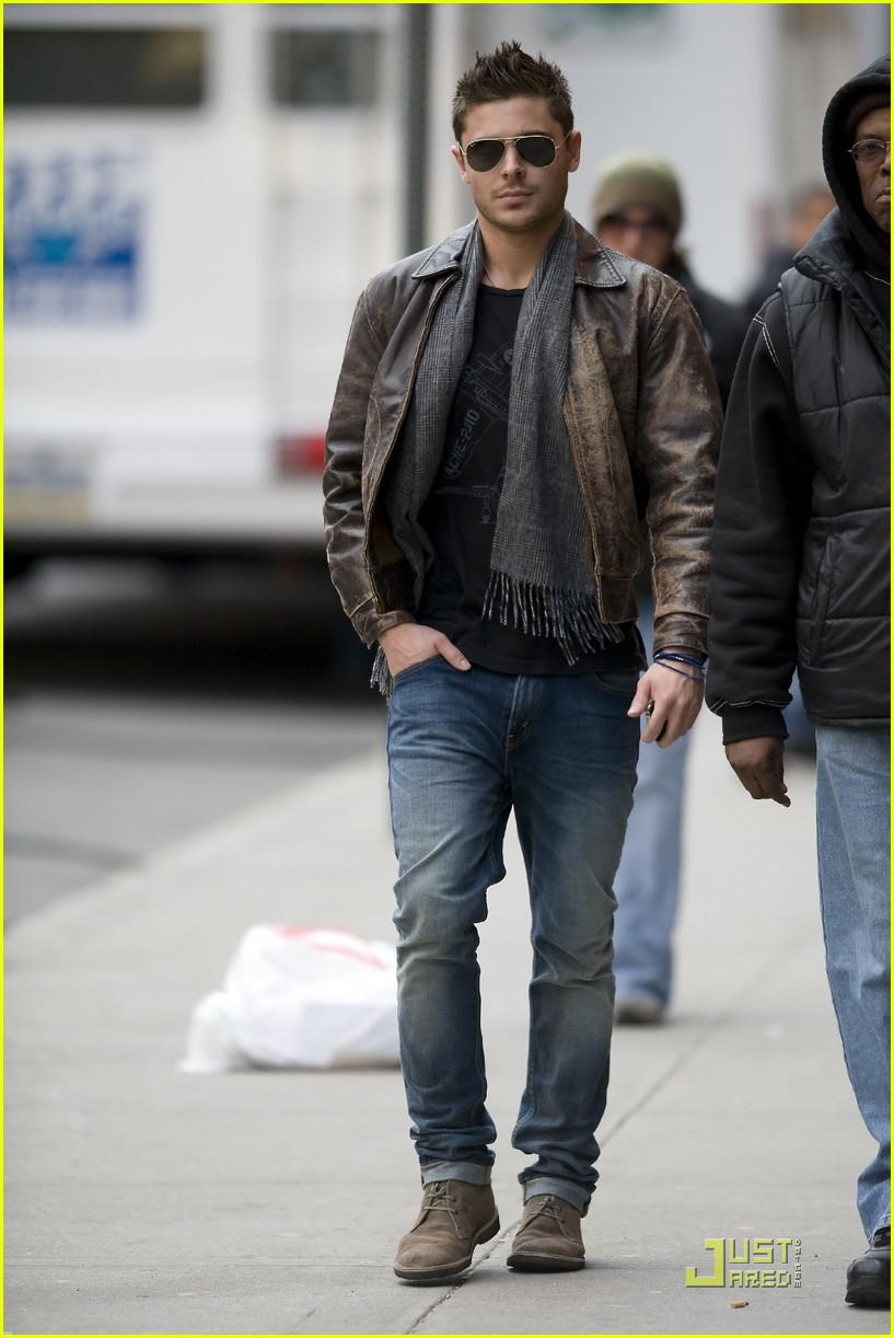 Charlie Brown Fall Wallpaper Zac Efron In Nyc March 2 2011 Z A C Zac Addicted