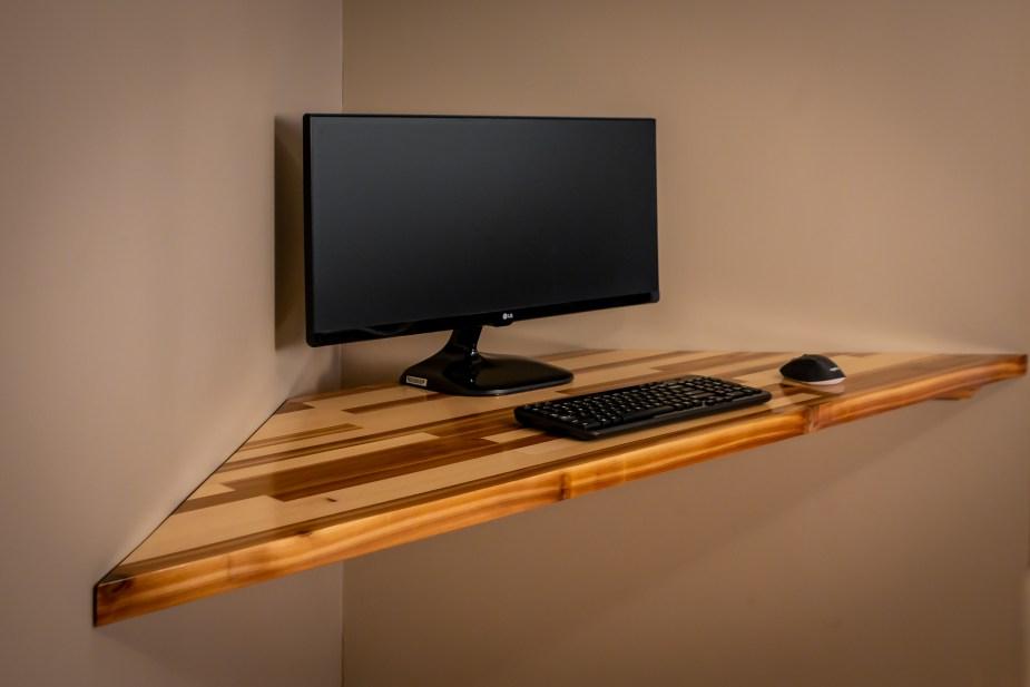 Corner Desk (50 of 55)