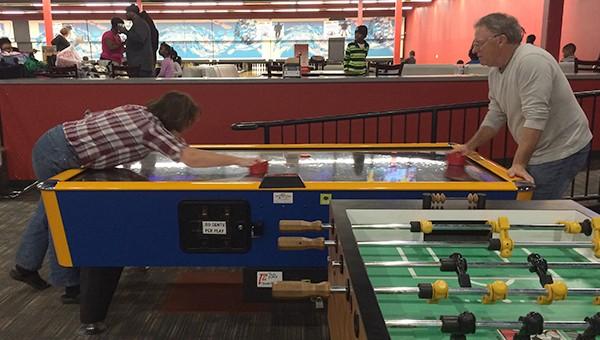 Rhonda-and-Jerry-Air-Hockey