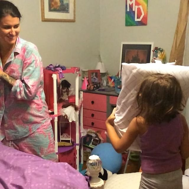 I accidentally recorded this #pillowfight between #Meliamae and @tris_ten_meagan_dotsey in #slowmo last night.