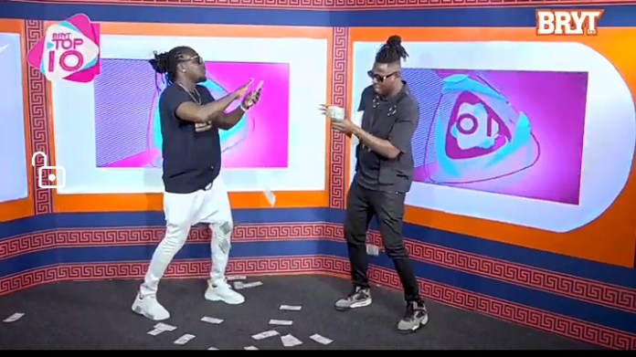 Zack Gh Surprises Presenter With Dollar Bills On Live TV As He Performs 'Me Hia Sika'