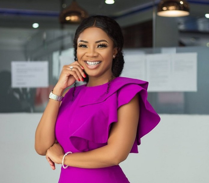 Serwaa Amihere savagely replies a fan who accused her of doing cosmetic surgery