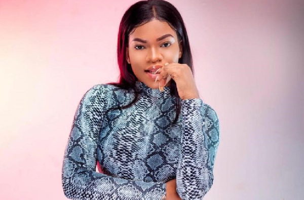 Zylofon Music acquires classy limousine for their new act, Tiisha's 'photoshoot'