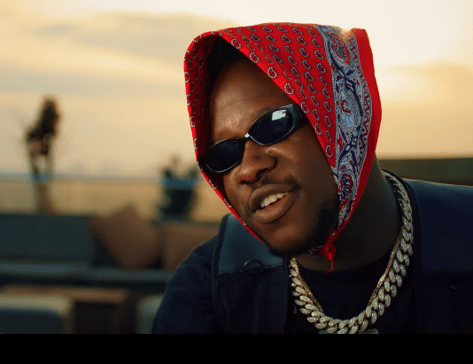 Forget 'La Hustle'; Medikal spits fire as he drops a new freestyle in a video