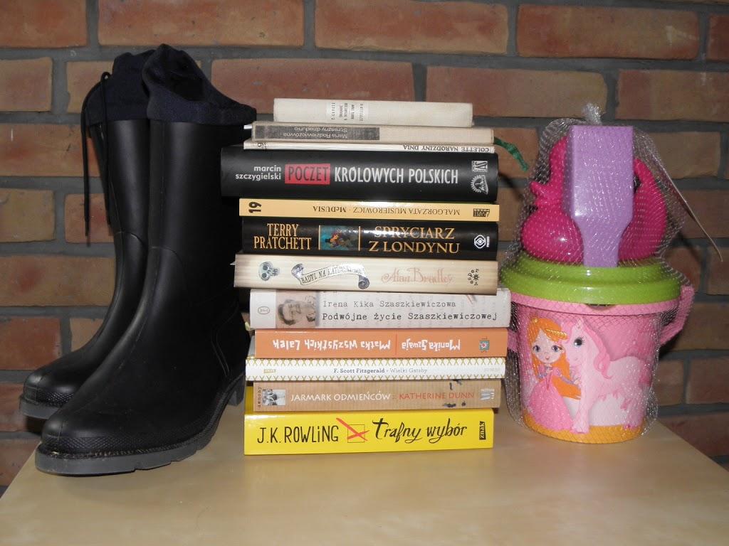 Jedziemy na wycieczkę, bierzemy książki w teczkę…