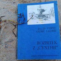 """Na polarnych wodach (Jules Verne, Andre Laurie, """"Rozbitek z »Cynthii«"""")"""