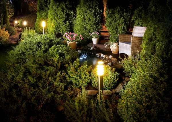 10 Cheap Landscaping Lights That Do the Job of More