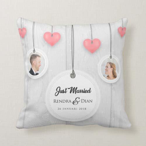 kad pernikahan bantal hanging love