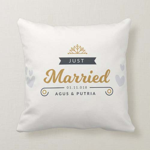 kado pernikahan bantal just merried