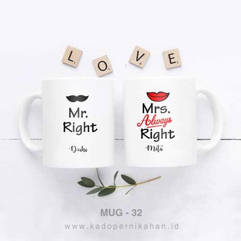kado pernikahan unik mug couple tema kumis bibir