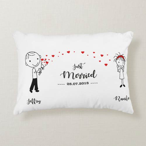 kado pernikahan unik dan bermanfaat bantal long just merried