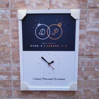 Kado Pernikahan Untuk Sahabat jam frame kayu custom