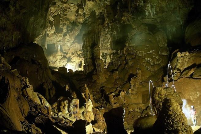 Εξερεύνηση σπηλαίων - Πάρκο Πίνδου
