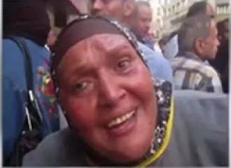 """واحدة من عدد من """"المواطنين الشرفاء"""" حاصروا مسرح الإعلامي الكوميدي باسم يوسف  في عملية انتهت فيما بعد بإجباره على ترك البلاد"""