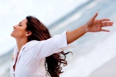 mujer contenta autoestima