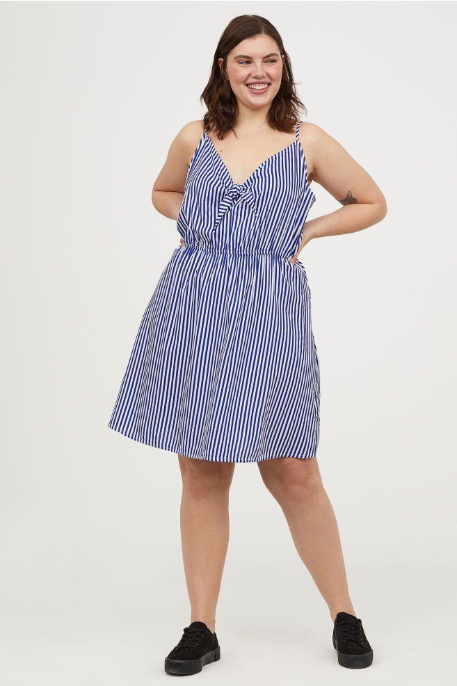 vestido con tejido forma y raya vertical