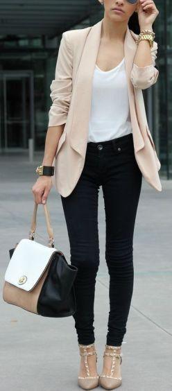 camiseta basica con blazer