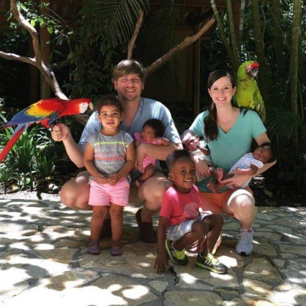 бели родители с тъмнокожи деца