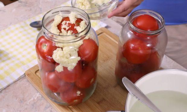 чесън с домати