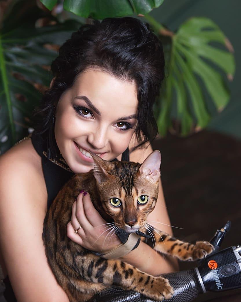 жена с котка