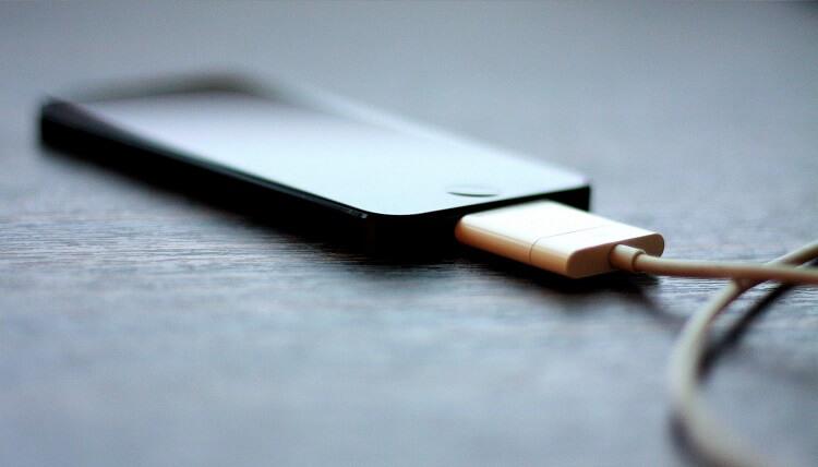 телефон в зарядно