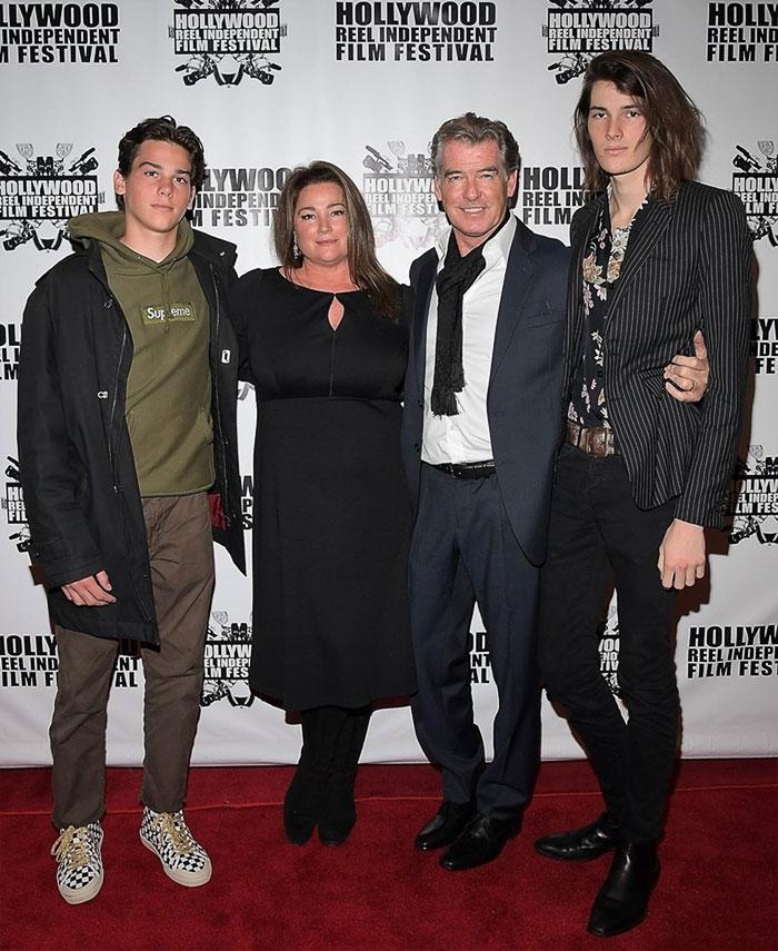 Пиърс Броснан със семейството си