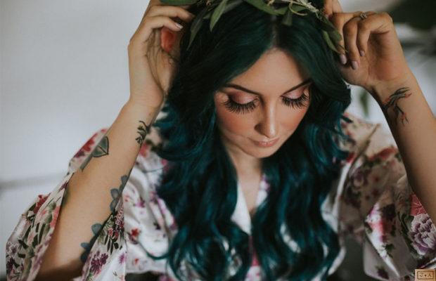 момиче със зелена коса