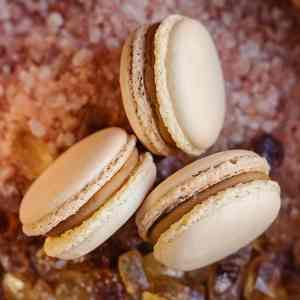Makrónka slaný karamel. Ružová cukráreň Nitra