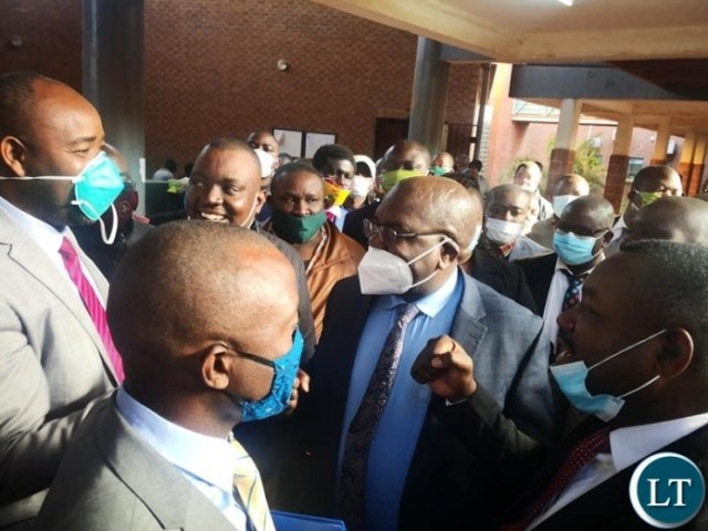 Unruly supporters hinder justice in health ministers case
