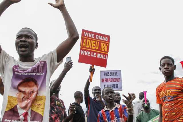 Video: Troops in Mali have arrested the country's President Ibrahim Boubacar Keita
