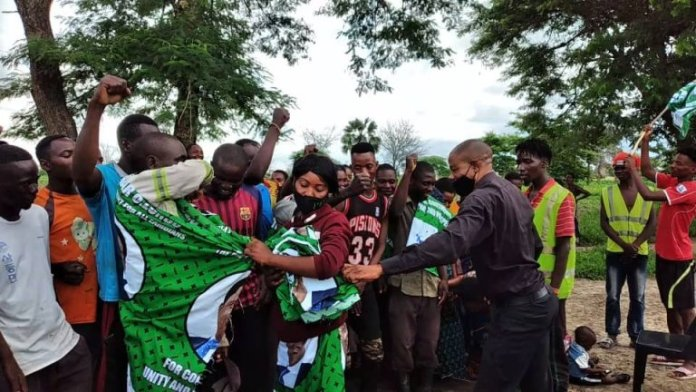 Over 700 UPND youths defect to PF