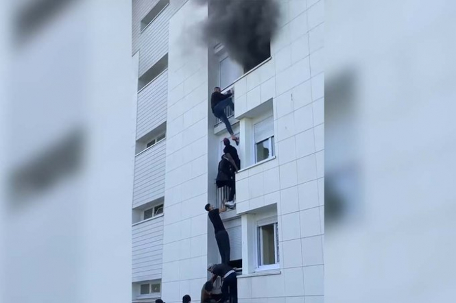 Young French heroes climb building to save family from burning building