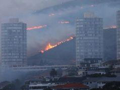 Cape Town suburb as fire spreads