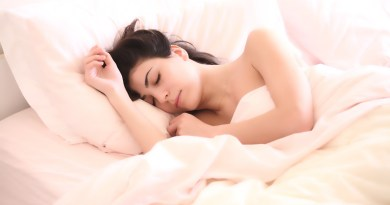 6 Reasons Why You Shouldn't Sleep With Makeup On