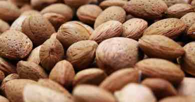 7 Serious Side Effects of Eating Too Many Almonds
