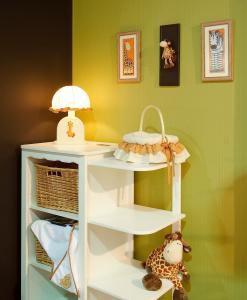 Babaszoba szekrénykével