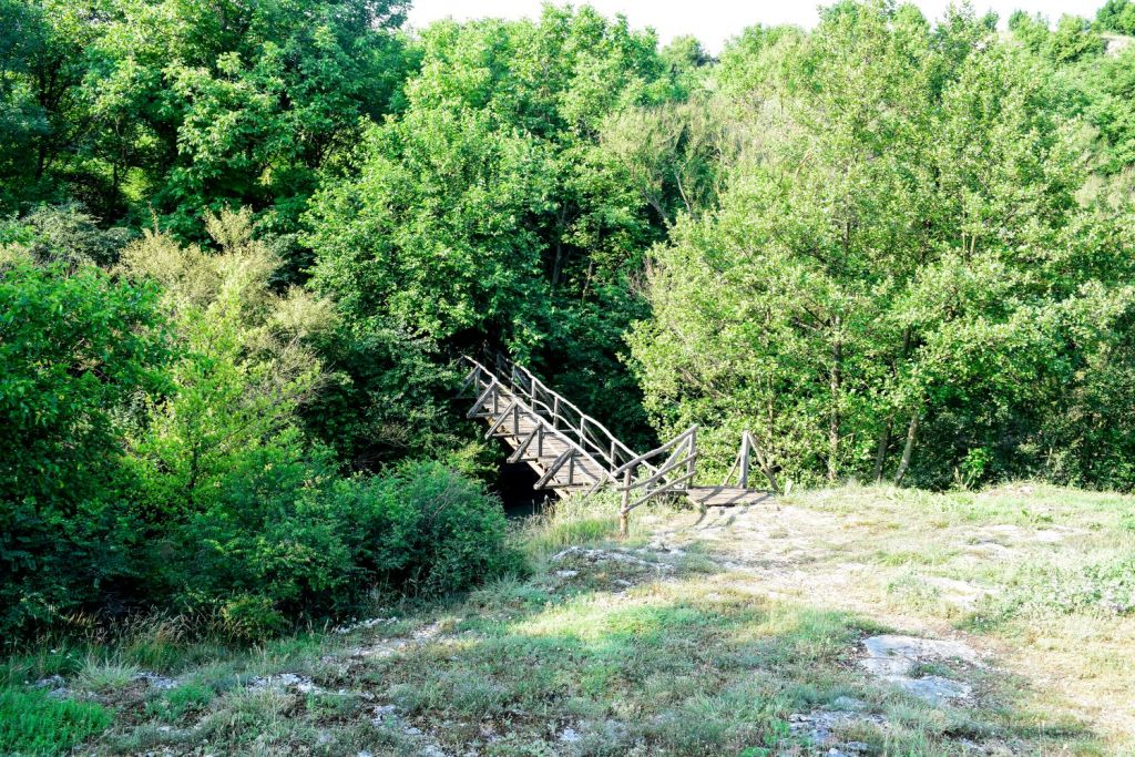 Първият мост до беседката на екопътека Искър- Златна Панега