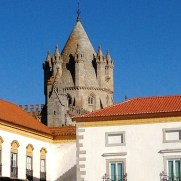 Evora - church backdrop