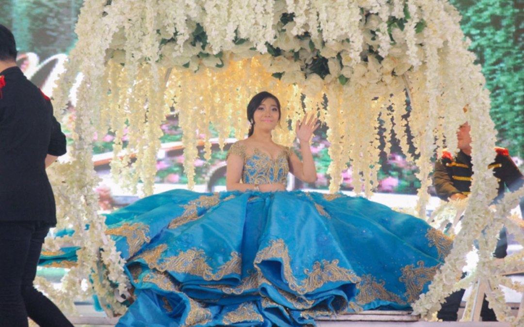 Debutant Celebrates Her 18th Birthday Just Like How Cinderella Would