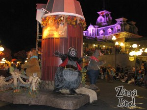 Country Bears have a hoedown!